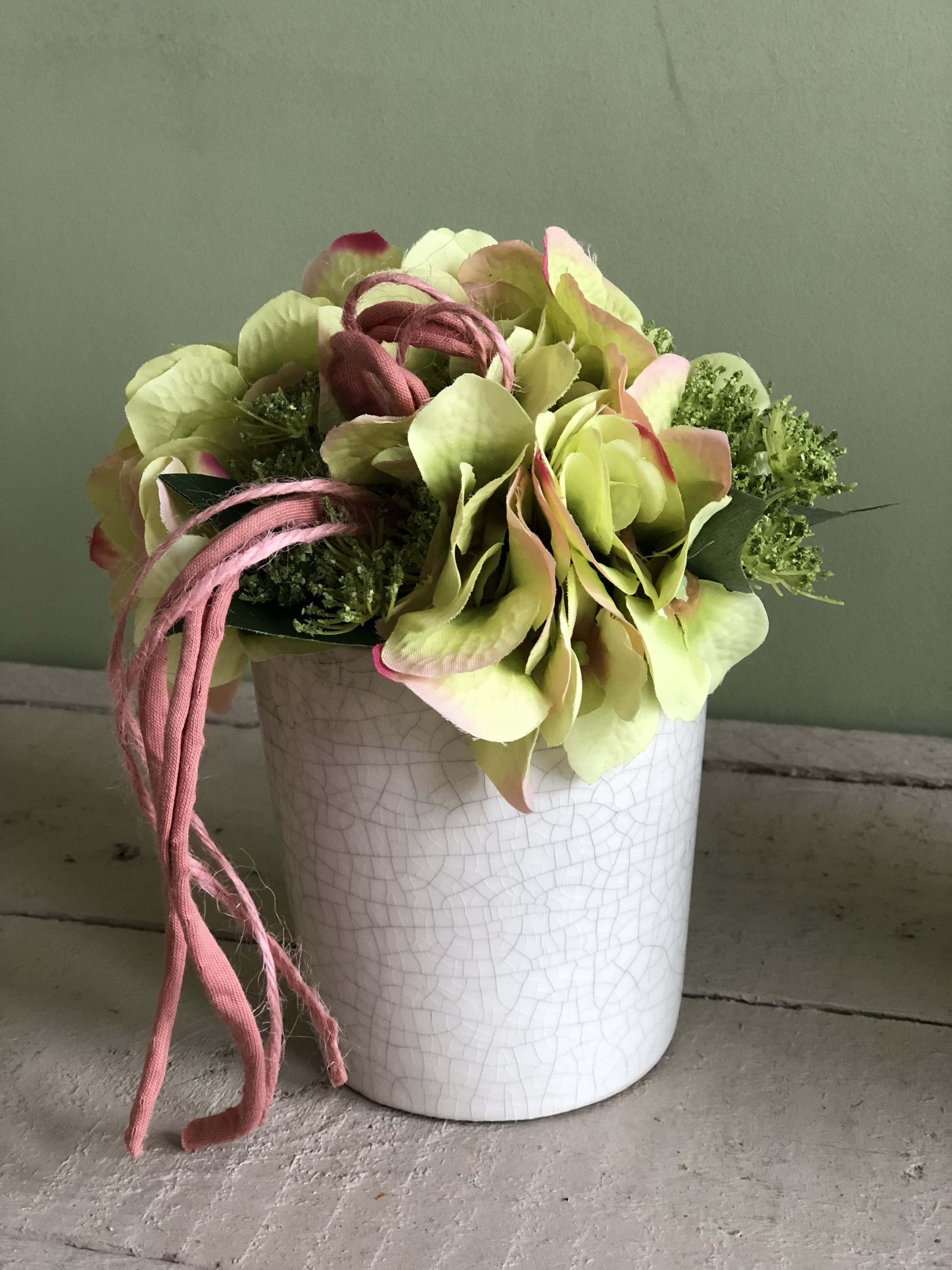 18bb755a37 Kisméretű selyemvirág asztaldísz Rózsákkal, Hortenziával. Szállodai ...